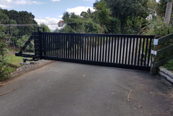 Custom made cantilever gate