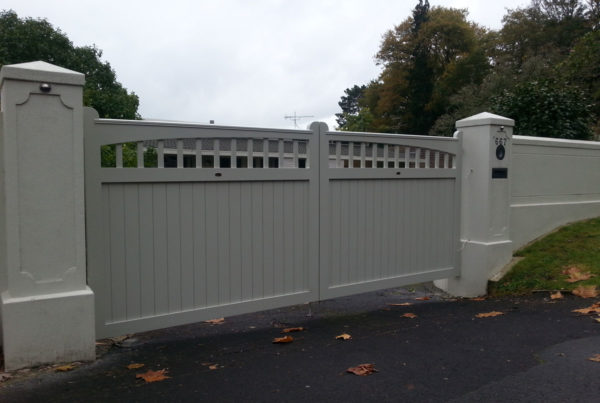 Heritage Aluminium Double Swinging Gates